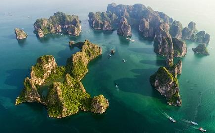 Jonque de luxe en baie Lan Ha